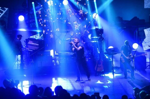 Video Musik Coldplay 'Birds' Penuh Warna