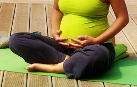 Jangan Takut, Ibu Hamil Tetap Bisa Yoga