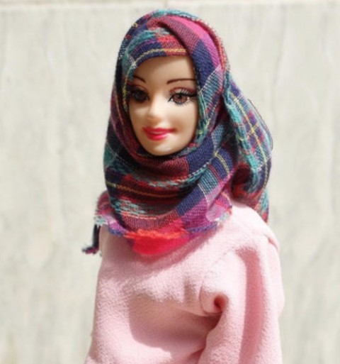Gadis Asal Nigeria Kenalkan Hijarbie, Boneka Barbie Berhijab