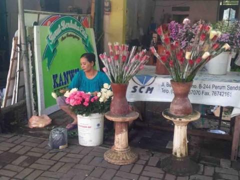 Valentine, Penjual Bunga di Semarang Dagang Via <i>Online</i>