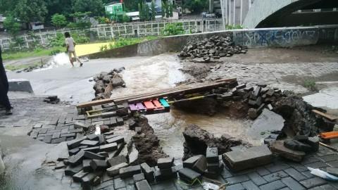 Gorong-gorong Jebol, Akses ke Kampung Kali Code Terputus