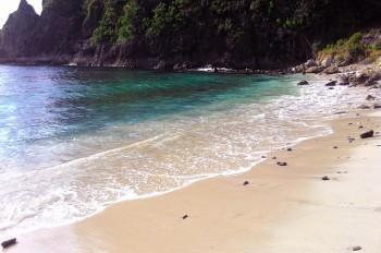 Pesona Eksotis Pantai Lawar di Sumbawa Barat
