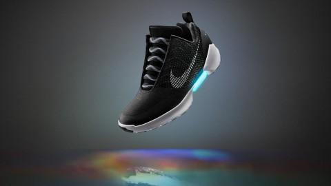 Sepatu Cerdas Baru dari Nike Bisa Ikat Tali Sendiri