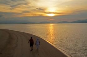 Dahsyatnya Manfaat Berjalan-jalan Bersama Pasangan