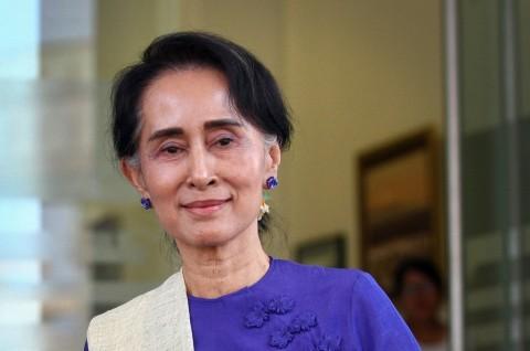 Suu Kyi Awali Debut sebagai Menlu Myanmar