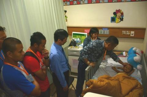 Kapten Persib tak Mampu Berkata saat Jenguk Balita Korban Tabrak Lari