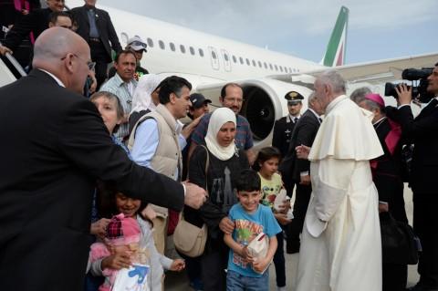 Paus Fransiskus Bawa 12 Orang Pengungsi Suriah ke Vatikan