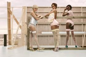 Rihanna Rilis Koleksi Kaus Kaki Baru