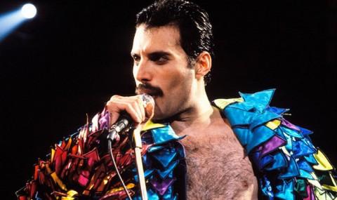 Buku Berisi Lirik Milik Freddie Mercury Dilelang