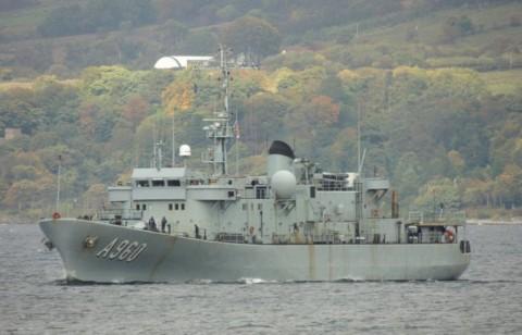 Kapal Perang Misterius Muncul di Lepas Pantai Wales
