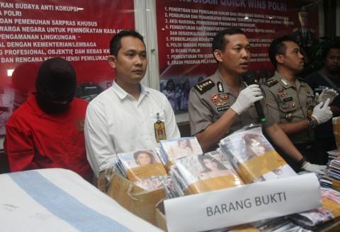 Polisi Tangkap Juragan DVD Porno di Glodok