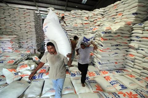 Bulog Aceh Siapkan 7 Ribu Ton Beras untuk Ramadan