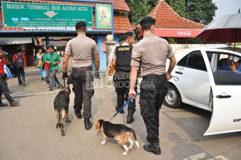 Aparat Gelar Operasi Pekat Jaya di Terminal Kampung Rambutan