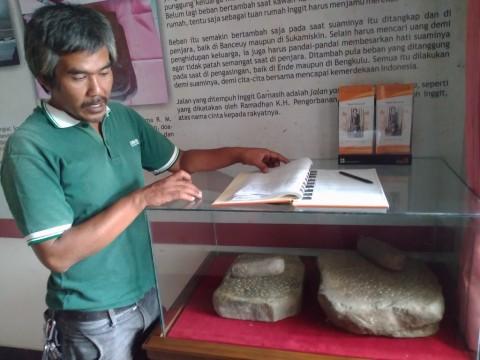 Ketulusan Seorang PKL Jaga Rumah Bersejarah Inggit Garnasih