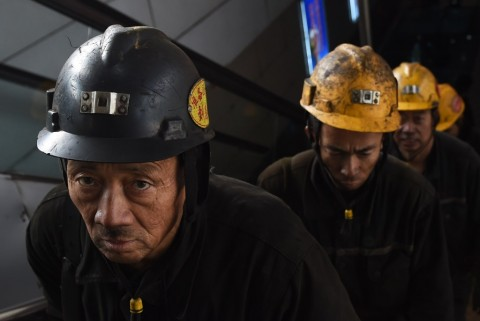 Terperangkap di Tambang yang Terbakar, 103 Pekerja Selamat