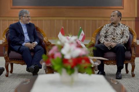 Iran Tawarkan Kerja Sama Proyek Energi Desa