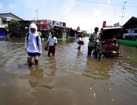 Tanggul Jebol, Banjir Rob Rendam Ribuan Rumah