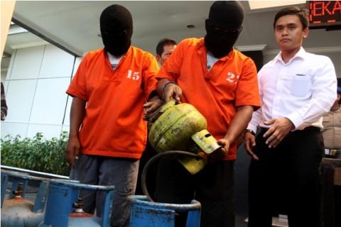 Kawanan Pengoplos Gas Beromzet Ratusan Juta Rupiah Dibekuk