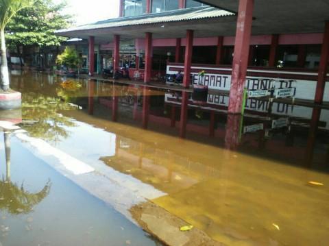 Lumpuhkan Terminal Terboyo, Banjir Rob Belum Tertangani