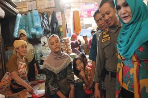 Bupati Temukan Makanan Mengandung Bahan Pewarna Tekstil di Pasar