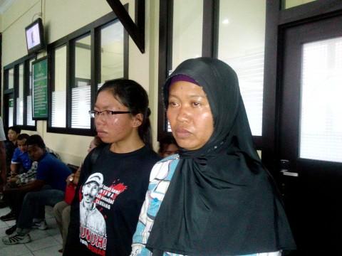 Istri Salim Kancil akan Mengadu ke Jokowi