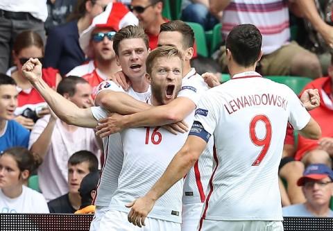 Singkirkan Swiss via Adu Penalti, Polandia Melaju ke Perempat Final