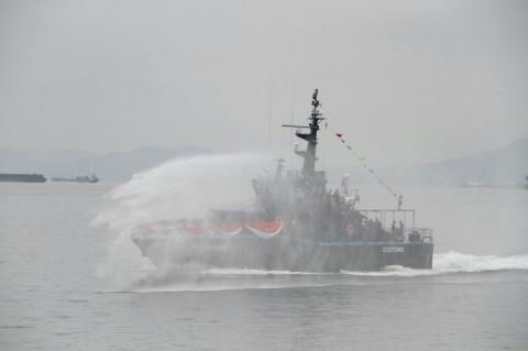 Kapal Bermuatan 952 Batang Kayu Dilepas