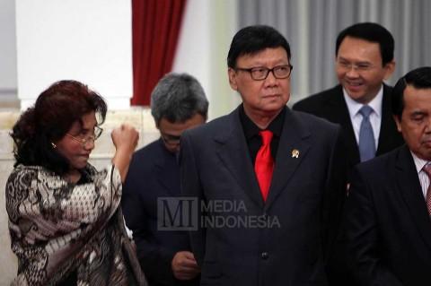 Menteri Susi Kepalkan Tangan ke Ahok