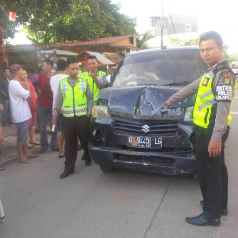 Sopir Minibus Kabur Usai Tabrak 3 Orang di Kelapa Dua