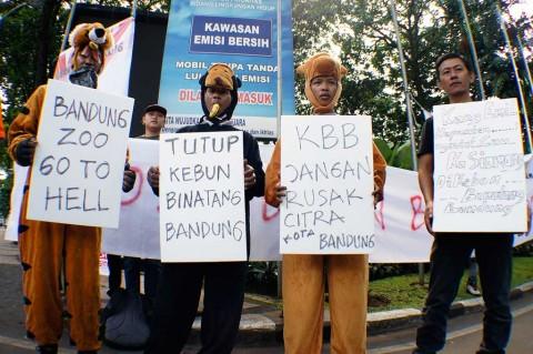 Aktivis Tuntut Penutupan Kebun Binatang Bandung