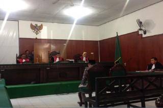 Legislator dan Majelis Hakim 'Bahas' Singkatan S1 di Sidang