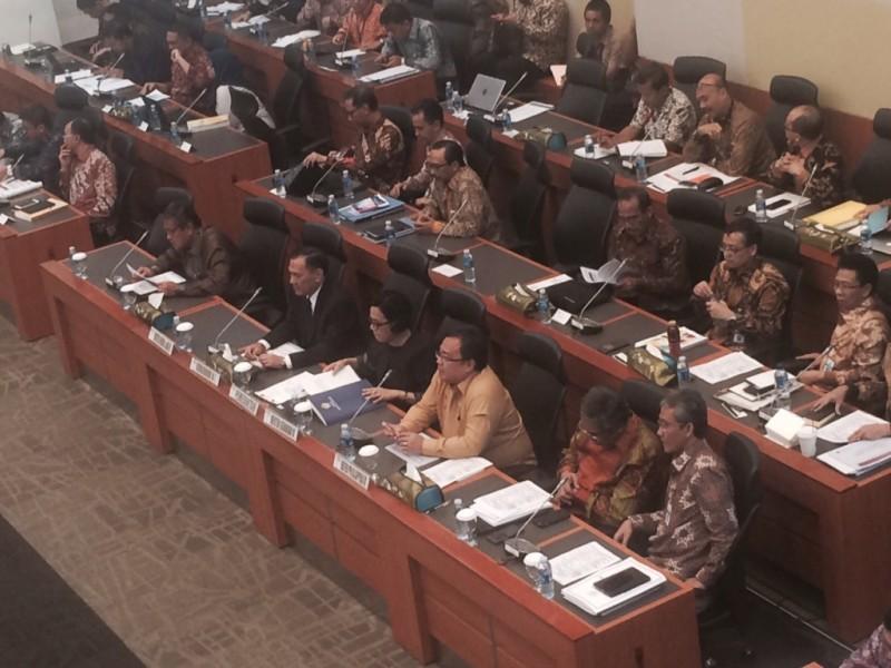 Rapat kerja antara Menkeu Sri Mulyani, Gubernur BI Agus Martowardojo, dan Kepala Bappenas Bambang Brodjonegoro. (FOTO: MTVN/Suci Sedya Utami)