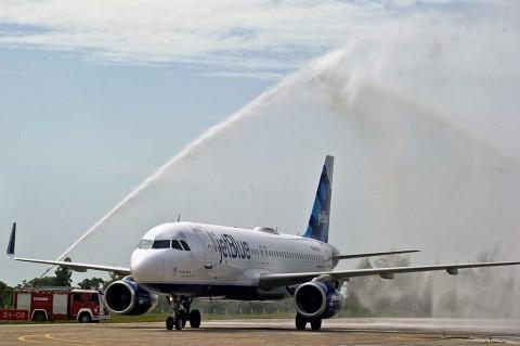 Pesawat Komersial AS Kembali Terbang ke Kuba
