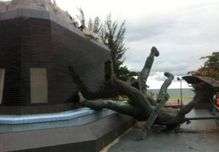 Patung Monumen Perjuangan Rakyat Balikpapan Roboh