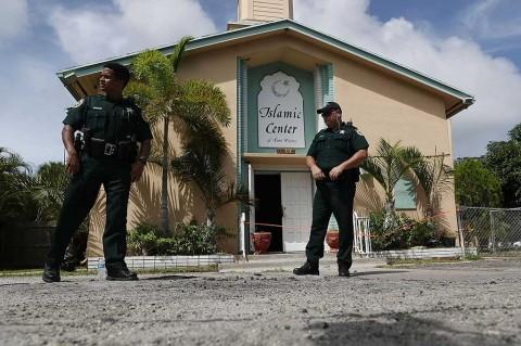 Islamic Center of Fort Pierce di Florida Dibakar