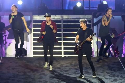 Harry Styles Ragu dengan Masa Depan One Direction