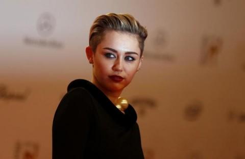 Woody Allen Puas Kerja Bareng Miley Cyrus