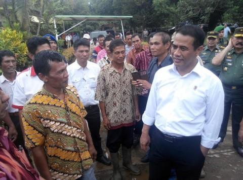 Menteri Arman Bernostalgia di Kampung Halaman