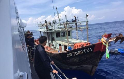 Bakamla Tangkap Kapal Pencuri Ikan Berbendera Malaysia & Vietnam