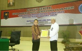 Gubernur NTT Terima Penghargaan Anggota Kehormatan IPDN