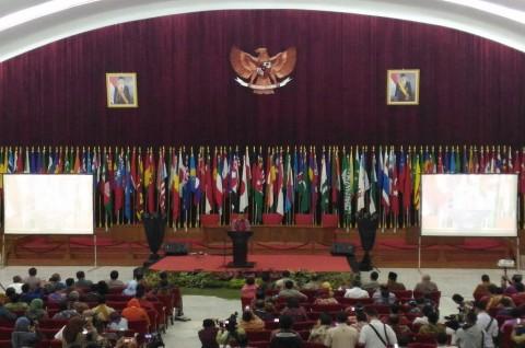 Sambut Pejabat, Emil Ajak Belanja di Bandung