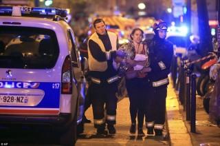 Bintang Rock Sting Peringati Satu Tahun Teror Paris