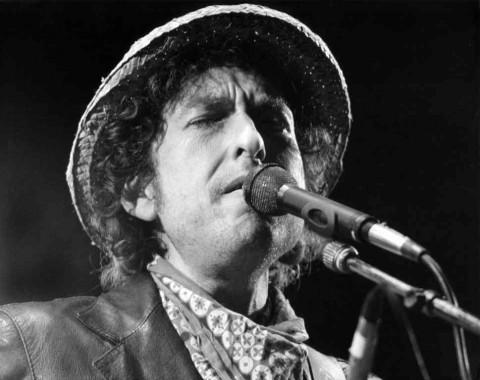 Bob Dylan Berkukuh tidak Hadir