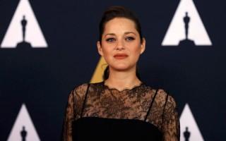 Marion Cotillard Tak Tersinggung Disebut Sebabkan Perceraian Brad Pitt