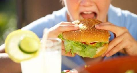 Konsumsi Makanan Tinggi Lemak Tingkatkan Risiko Alzheimer saat Dewasa