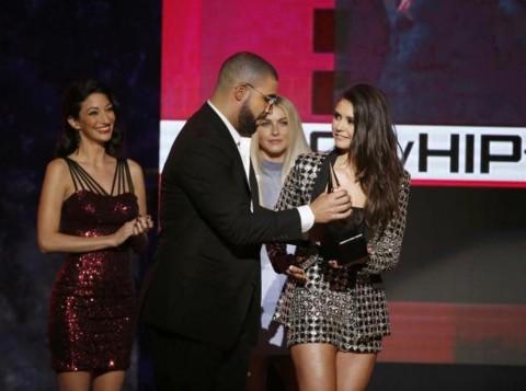 Pertama Kalinya, Drake Menang di American Music Awards