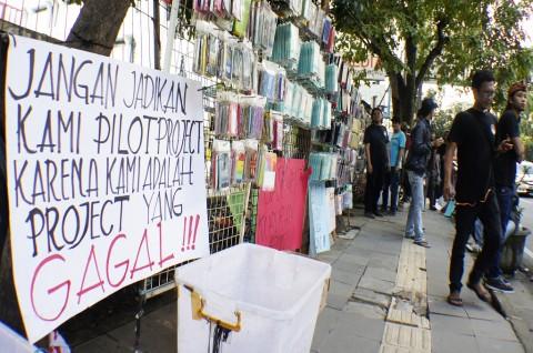 Emil Instruksikan Satpol PP Pindahkan PKL ke Pasar Kosambi