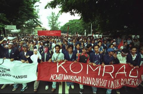 Menyaksikan Tragedi, Melahirkan Reformasi