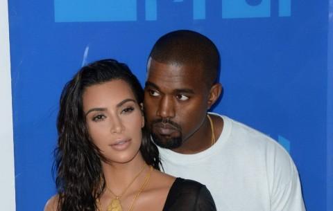 Akon Menduga Kanye West Korban 'Kutukan Kardashian'