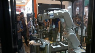 Bukan Cuma Printer, EPSON Juga Hadirkan Robot Untuk Industri